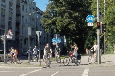 Radfahrer an der Prinzregentenbrücke in München
