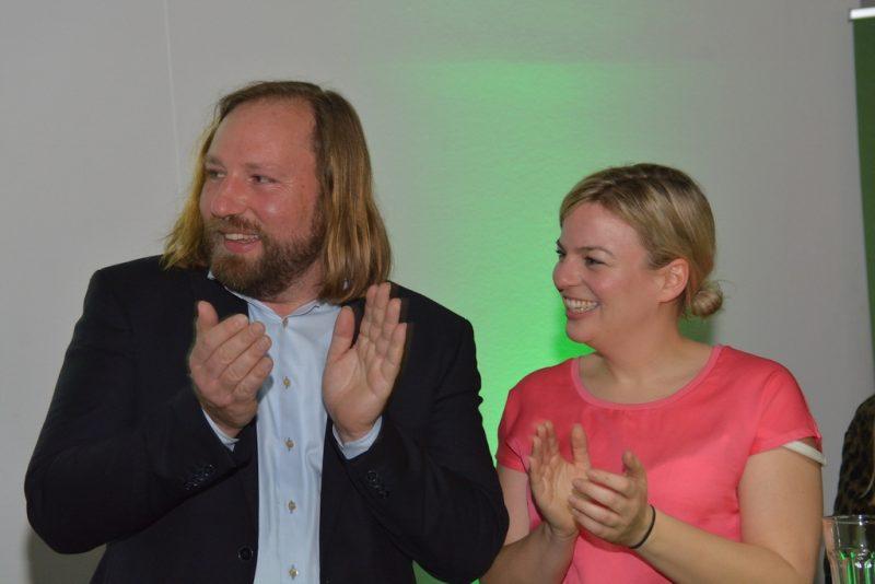Katha Schulze und Toni Hofreiter applaudieren