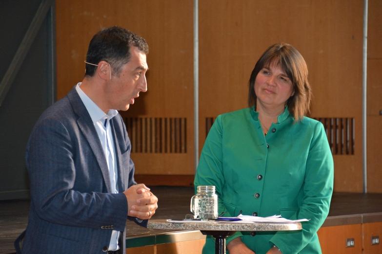 Cem Özdemir mit Moderatorin Claudia Köhler