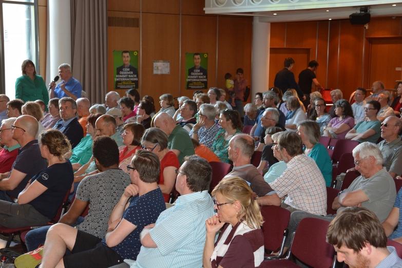 Publikumsfragen im gut gefüllten Saal des Kubiz Unterhaching