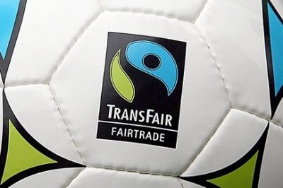Fußbal mit Fair-Trade-Logo