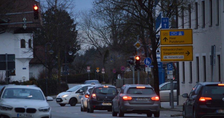 Stau auf der B471 in Hohenbrunn